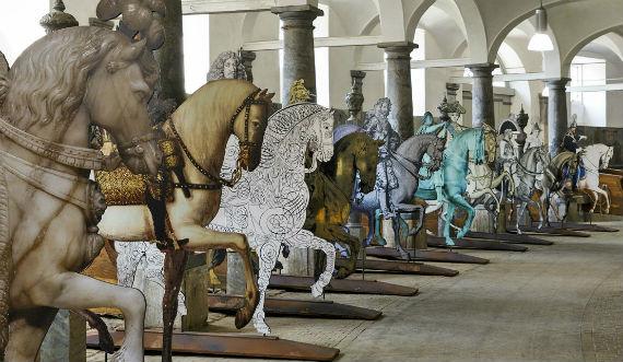 Kongerækken til Hest i De Kongelige Stalde 570x331.jpg