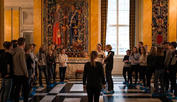 Undervisning i Riddersalen_Christiansborg Slot_Silas Staal 570.jpg