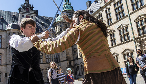 Hamlet fægtescene foto Simon Caspersen