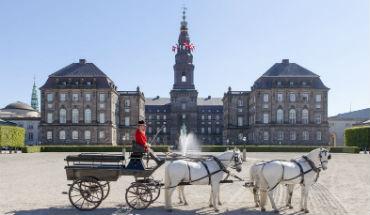 Christiansborg Slot set fra Ridebanen foto Mikkel Grønlund