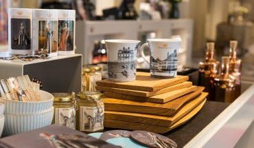 Butiksvarer i Christiansborg Slots butik. Foto: Thomas Rahbek, SLKE