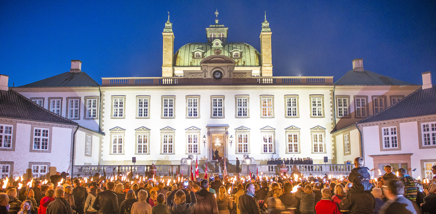 Torchlight parade as Her Majesty the Queen and the Prince Consort move into Fredensborg April 2015. Foto: Thomas Rahbek