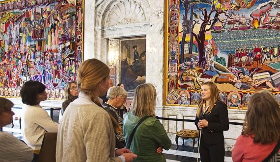 Bestil gruppeomvisning i Riddersalen og hør om Dronningens Gobeliner. Foto:  Mikkel Grønlund