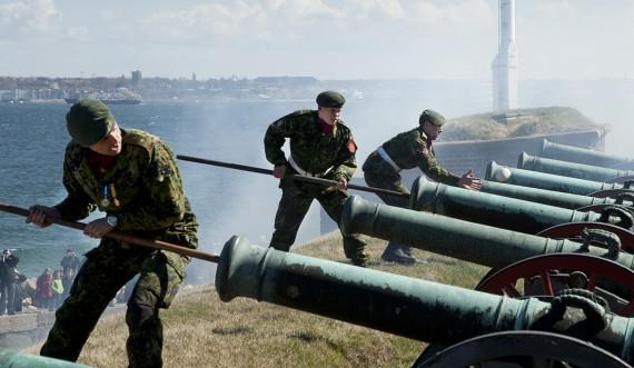 Kanonerne affyres på Kronborg Slot foto Thomas Rahbek SLKS
