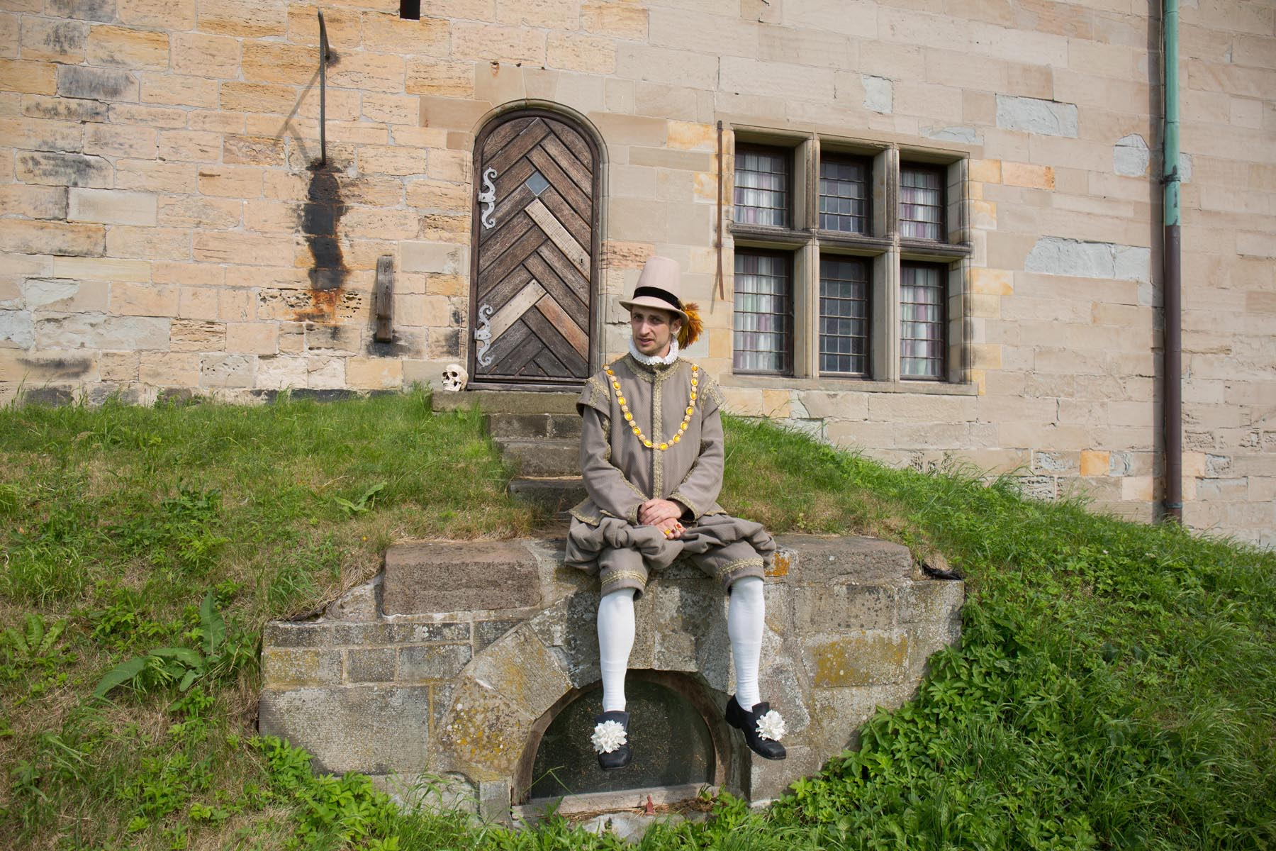 Horatio in front of Kronborg Castle photo: Torkild Jensen