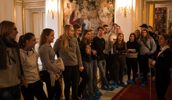 Undervisning på Kongetrappen_Christiansborg Slot_Foto Silas Staal 570.jpg