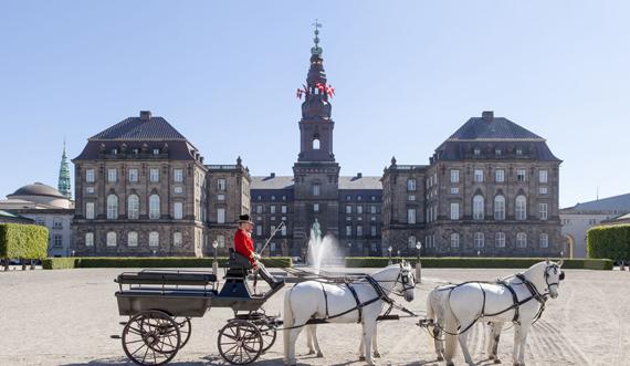 Christiansborg set fra Ridebanen_Mikkel Grønlund