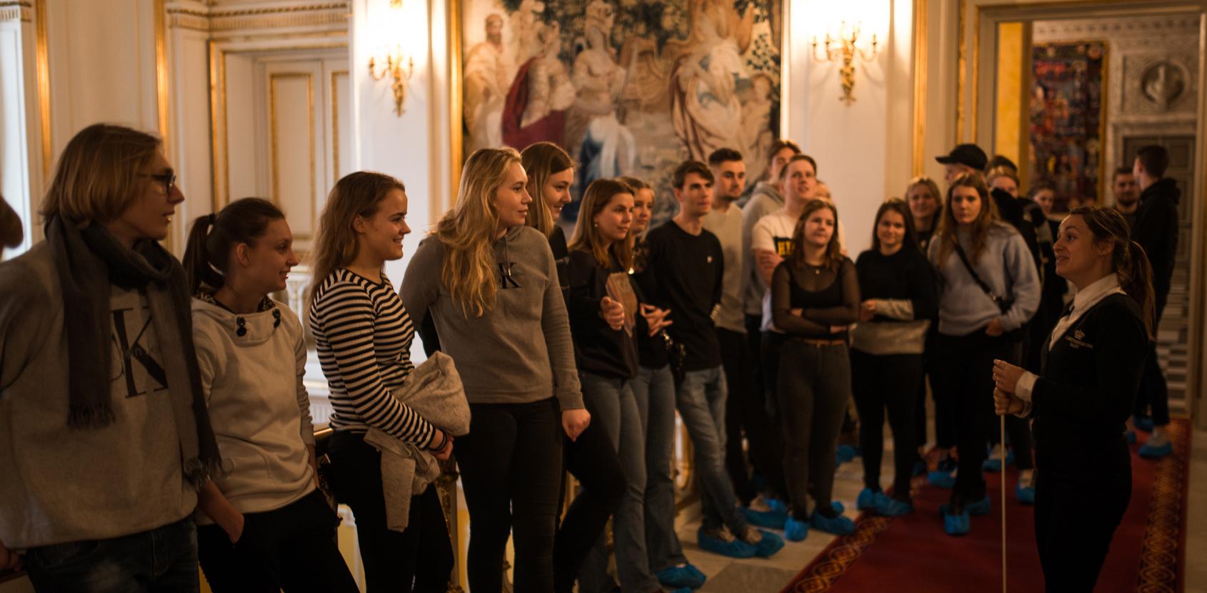 Undervisning på Kongetrappen_Christiansborg Slot_Foto Silas Staal.jpg