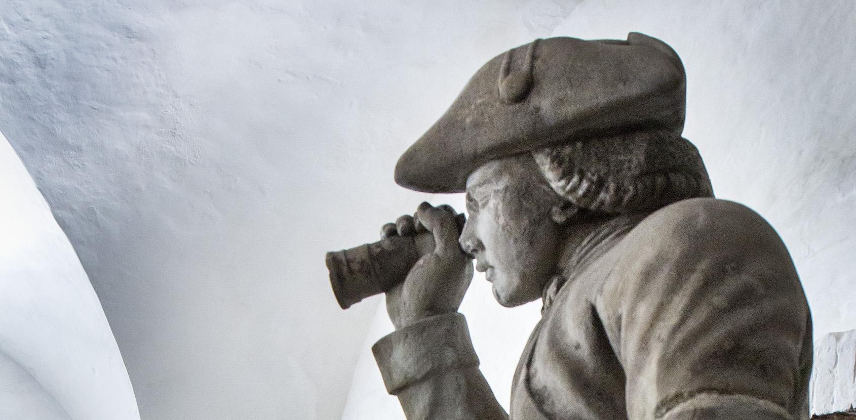 Mand med kikkert. Kongernes Lapidarium. Foto: Thorkild Jensen